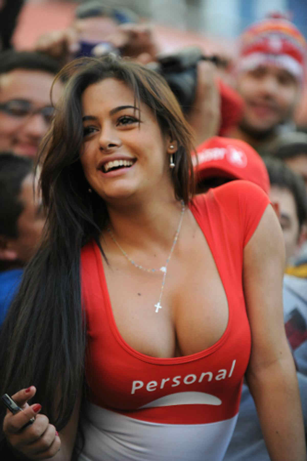 World Cup Teams With The sexiest Football Fans Paraguayan sexy fans Paraguay girls World Cup