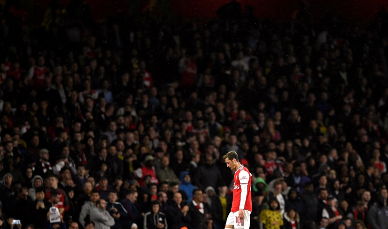 Mesut Ozil tells Arsenal he is not leaving