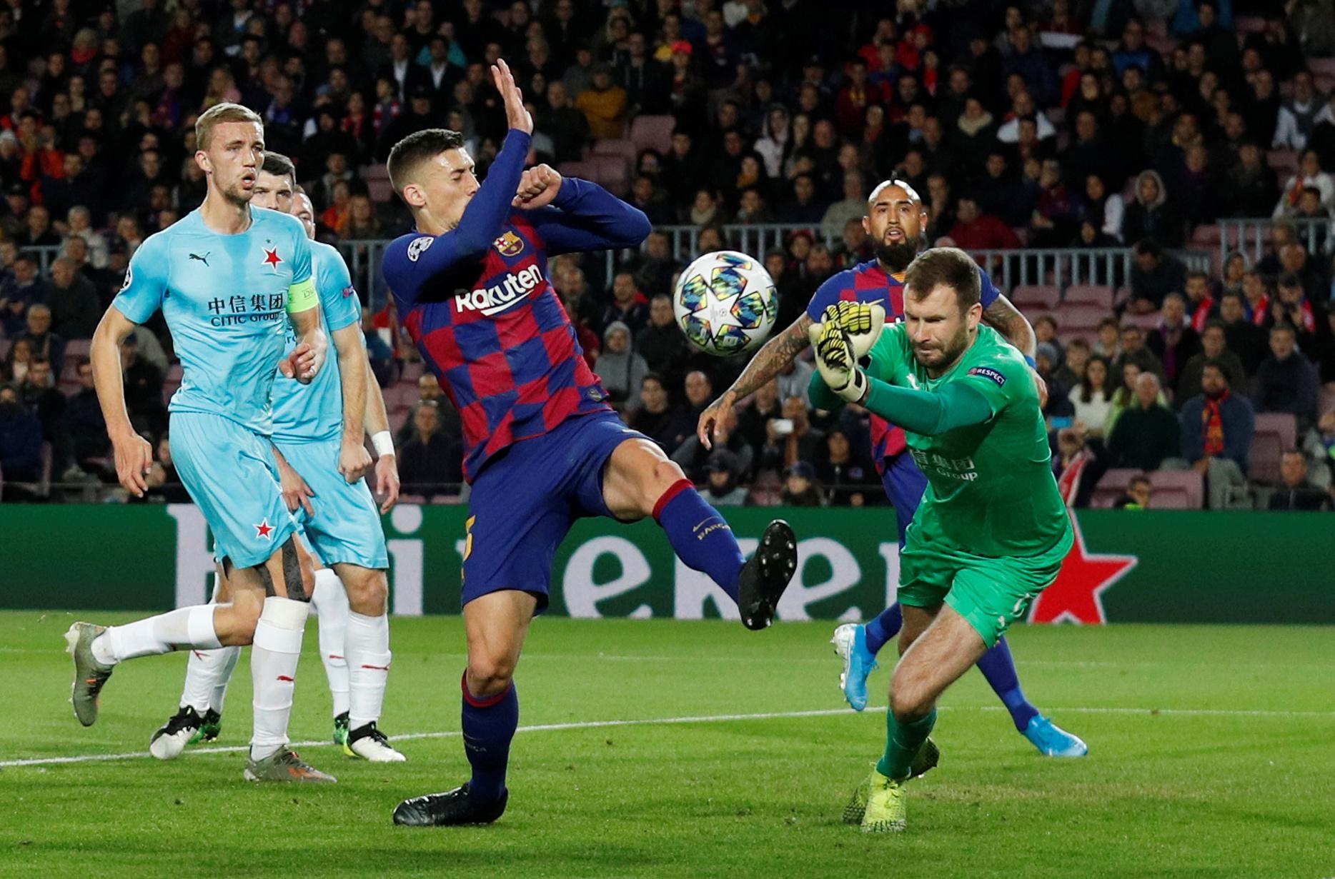 Slavia Prague slam Barcelona players for unprofessional behavior after match
