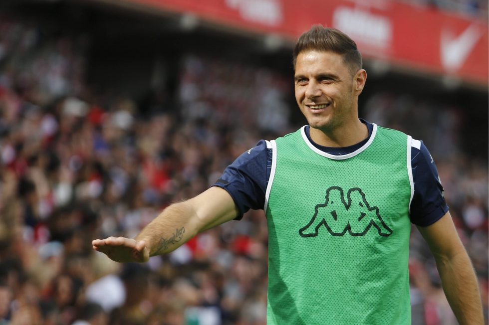Veteran Joaquin extends contract with Real Betis until 2021