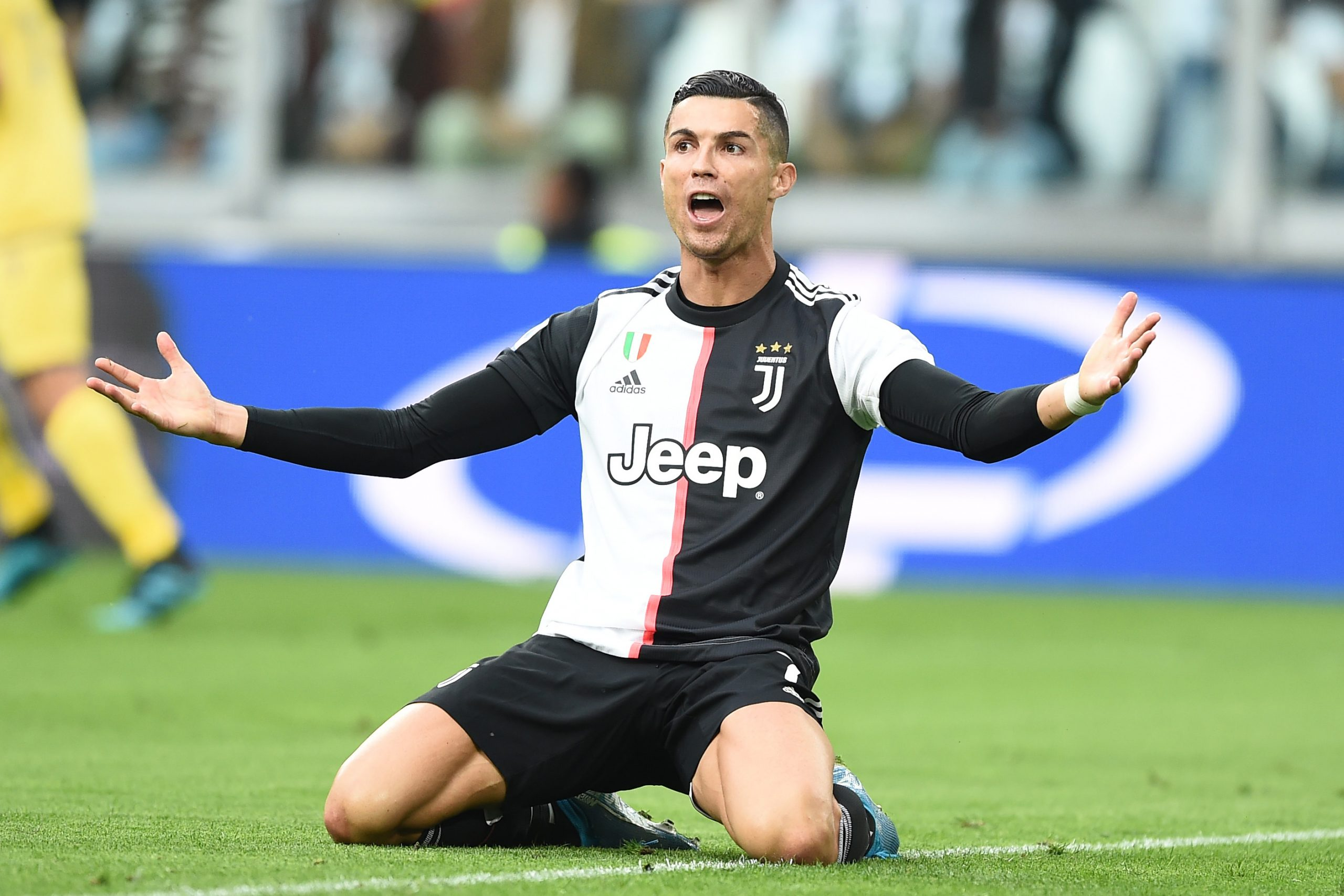 Cristiano Ronaldo could leave Juventus as PSG & Man Utd keep an eye